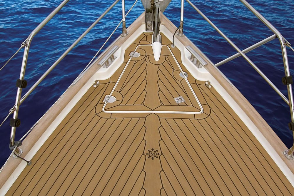 04_-_Dek-King_in_traditional_teak_with_black_caulking_-_Image_courtesy_of_MADECKING